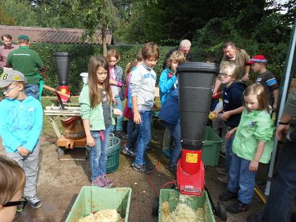 Kinderkeltern auf dem Dreieicher Äppelfest