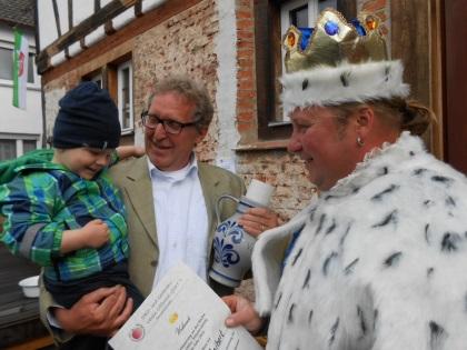 Apfelweinkönig 2014 - Marco Seibert mit Bürgermeister Dieter Zimmer und Max